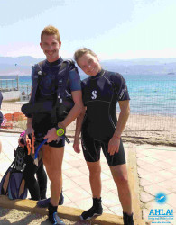 into scuba diving with instructor in eilat