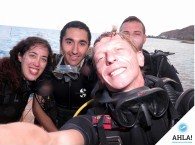 веселая группа дайверов на курсе Open Water_smile group of divers at course OWD
